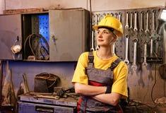 工厂女性工作者 免版税图库摄影