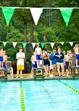 集会平台准备好的游泳 免版税库存图片