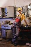 工厂女性工作者 免版税库存照片