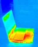 膝上型计算机自计温度计 库存照片