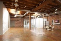 顶楼现代工作室 免版税库存图片