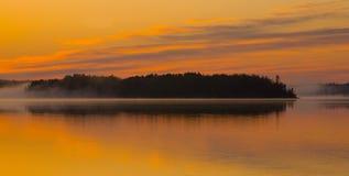 ομίχλη αυγής σύννεφων χρυσή Στοκ εικόνα με δικαίωμα ελεύθερης χρήσης