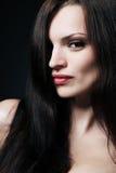 长期深色的头发 免版税库存照片