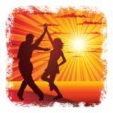 耦合跳舞年轻人 免版税图库摄影