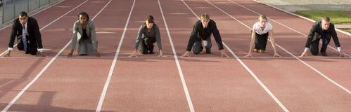 企业蹲下的线路人开始 免版税图库摄影