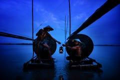 Nong Khai Thailand —Oktober 16, 2017 fiskare två i mig Arkivbilder