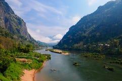 Nong khiaw Fluss, Nord von Laos lizenzfreies stockbild