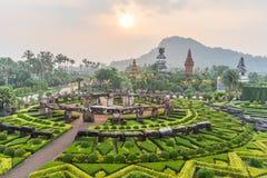 Nong Nooch tropisk botanisk Gardenat soluppgång, Pattaya som är thailändsk Arkivbild