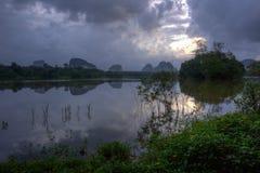 Nong Talay, Krabi,泰国,有激动人心的景色在黎明 免版税库存照片
