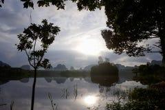 Nong Talay, Krabi,泰国,有激动人心的景色在黎明 免版税库存图片