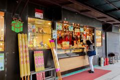 NONGPING HONG KONG - 29 closeupen för mars 2019 av Shop säljer stor rökelse på Nong knackar byn på 29 mars, 2019 royaltyfri fotografi
