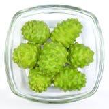Noni Indian Mulberry frukt. Royaltyfria Bilder