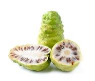 Noni indische Maulbeerefrucht Stockfotos