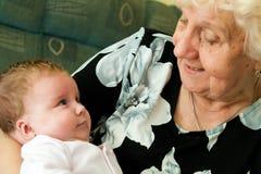 Nonna con il bambino Fotografie Stock Libere da Diritti