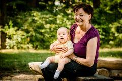 Nonna con il bambino Immagini Stock