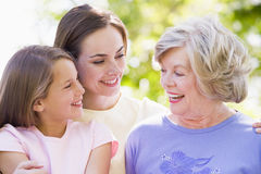 Nonna con il derivato ed il nipote adulti Fotografia Stock Libera da Diritti