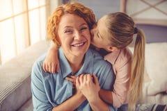 Nonna e bambina a casa Fotografie Stock
