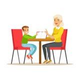 Nonna e un ragazzo che legge insieme un libro, illustrazione sorridente di Person In The Library Vector Fotografie Stock Libere da Diritti