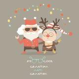 Nonna fresca con il nonno come il Babbo Natale e renna Fotografie Stock