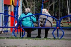 Nonna sul banco Fotografia Stock