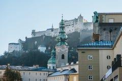 Nonnberg abbotskloster i Salzburg i Österrike En av dragningarna av staden och ett favorit- ställe för att besöka turister I arkivfoton