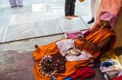 Nonne de Tibetian autour de temple de Mahabodhigaya Image libre de droits