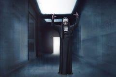 Nonne effrayante de diable photographie stock libre de droits