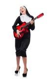 Nonne mit der Gitarre lokalisiert Lizenzfreie Stockfotografie
