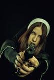Nonne mit Gewehr Lizenzfreie Stockbilder