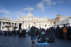 Nonnen bij de massa van Pausfrancis Stock Fotografie