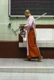 Nonnes bouddhistes dans Myanmar photographie stock libre de droits