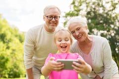 Nonni e selfie senior della nipote Fotografie Stock