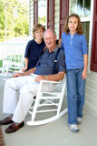 Nonno con i nipoti Fotografia Stock