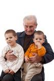 Nonno con i suoi nipoti Fotografia Stock Libera da Diritti