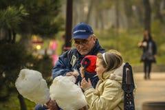Nonno con le nipoti Fotografia Stock