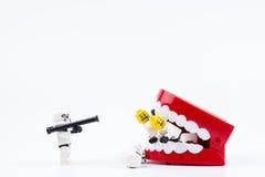 Nonthabure, Tailandia - mayo, 17, 2017: Ayuda del stormtrooper de Lego Foto de archivo libre de regalías