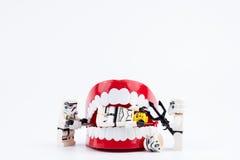 Nonthabure, Thailand - Mei, 17, 2017: Lego die stormtrooper helpen Stock Foto's