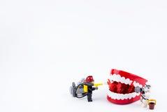 Nonthabure, Thailand - Mei, 17, 2017: Sto van Lego Fireman en Lego- Stock Foto
