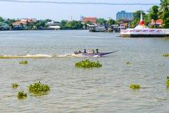 NONTHABURI,泰国- 5月2 :乘小船旅行到酸值Kret isl 免版税库存图片