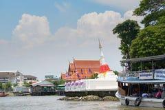NONTHABURI,泰国- 5月2 :乘小船旅行到酸值Kret isl 免版税图库摄影