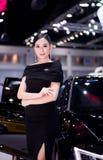 NONTHABURI,泰国- 12月9,2017 :在摊的女孩模型汽车泰国国际马达商展的2017年 图库摄影