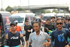 Nonthaburi - 6 Δεκεμβρίου 2017: Κατά τη διαδρομή ταϊλανδικό rocker ` Toon Bodyslam προσωπικοτήτων ` παίρνει τον τρέχοντας μαραθών Στοκ εικόνες με δικαίωμα ελεύθερης χρήσης
