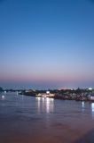 Nonthaburi, ΤΑΪΛΑΝΔΗ - 10 Απριλίου: 2016 Ο χρόνος Pakkret ηλιοβασιλεμάτων είναι α Στοκ Φωτογραφίες