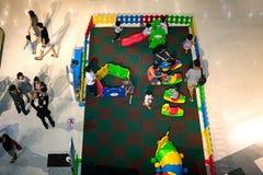NONTHABURI, ΤΑΪΛΑΝΔΗ - 8 ΟΚΤΩΒΡΊΟΥ: Το οικογενειακό παιχνίδι στο α Στοκ εικόνα με δικαίωμα ελεύθερης χρήσης