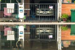 NONTHABURI, ΤΑΪΛΑΝΔΗ - ΤΟΝ ΟΚΤΏΒΡΙΟ ΤΟΥ 2017: Η πλημμύρα στο χωριό α Στοκ φωτογραφία με δικαίωμα ελεύθερης χρήσης