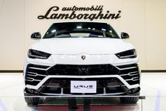 NONTHABURI, ТАИЛАНД - 4,2019 -ГО МАРТ: Цвет URUS Lamborghini вида спереди белый на будочках на МОТОРЕ SHO Таиланда БАНГКОКА МЕЖДУ стоковая фотография rf