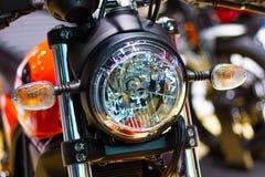 Nonthaburi Таиланд: - 6-ое апреля 2017: Части детали крупного плана изверга Ducati мотоцикла ` встряхивателя ` DUCATI фары Стоковое Фото