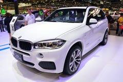 NONTHABURI - 12月1日:在Th的BMW X5 xdrive 30d SUV汽车显示 免版税库存照片