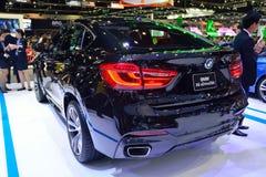 NONTHABURI - 12月1日:在Th的BMW X6 xdrive 30d SUV汽车显示 免版税库存图片