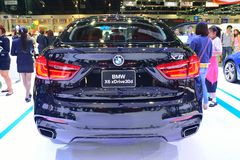 NONTHABURI - 12月1日:在Th的BMW X6 xdrive 30d SUV汽车显示 库存图片